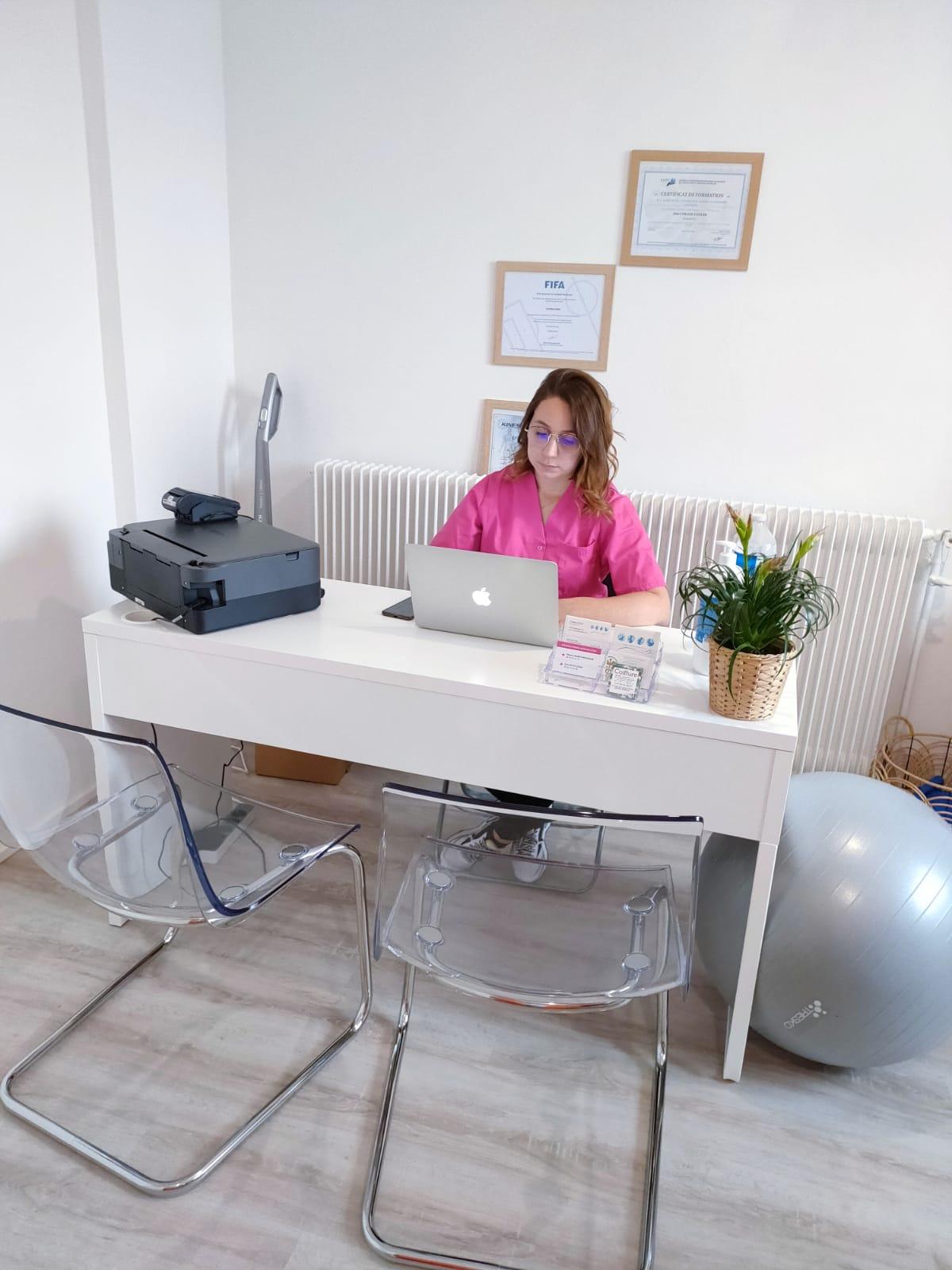 coralie au bureau